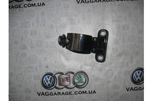 б/у Петли крышки багажника Volkswagen Bora