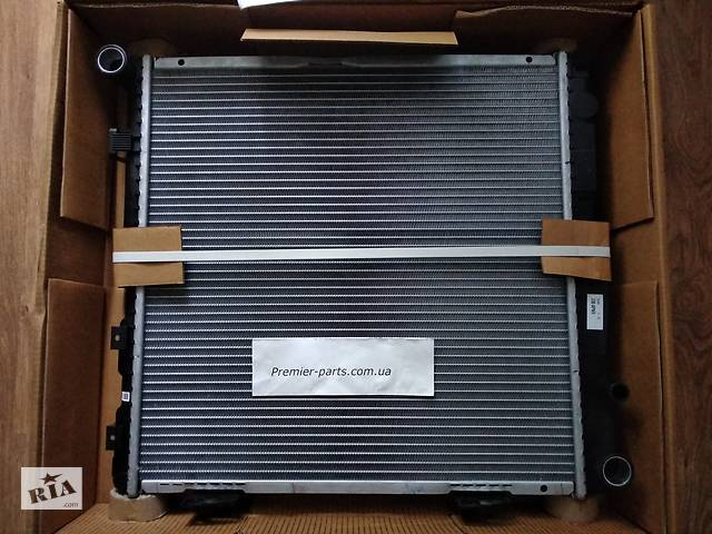 купить бу Радиатор охлаждения двигателя Mercedes 124 Мерседес 84-96 , FP46A1198X NRF в Киеве