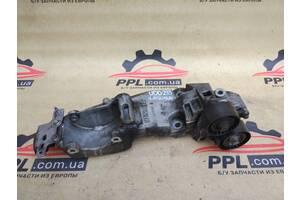 Renault Laguna 2.0dci 07-15 кронштейн крепления генератора 8200527320