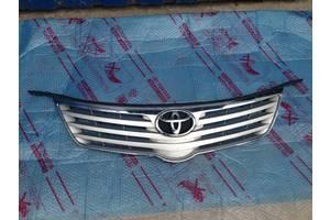 грати радіатора Toyota Avensis