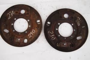 задній щит гальма для Mercedes 308 1994рв на мерседес 308 опорні диски під ручник діаметр 240мм два типи регулятора накл