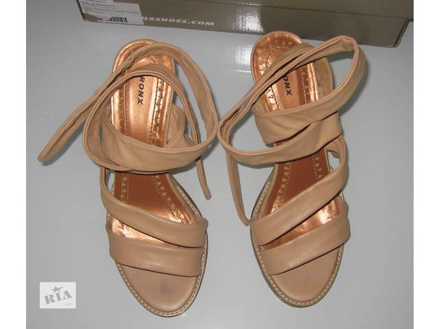продам Женские кожаные босоножки Bronx (размер 38, 24,5 см) бу в Донецке
