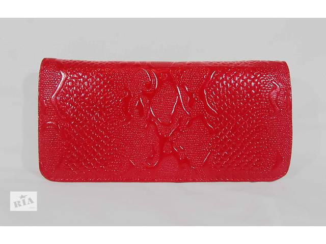 продам Женский кошелек на застежке цвет красный бу в Киеве