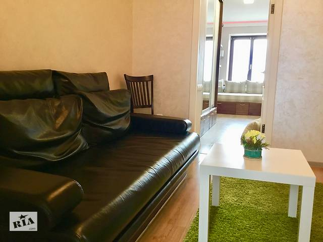 купить бу Трёх  комнатные Апартаменты на сутки,часы в центре Могилева на Советской площади.