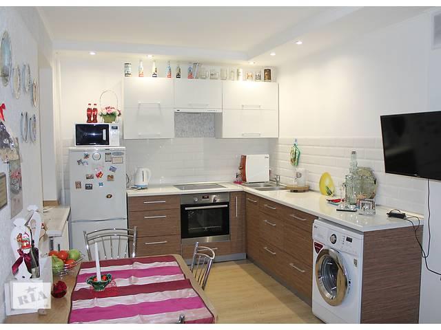 Продам просторную 2-х комнатную квартиру  с кухней 15.2 кв.м. в кирпичном доме- объявление о продаже  в Минске