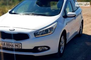 Kia Ceed SW Official 2013