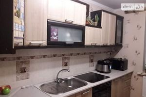 Продається 3-кімнатна квартира 70.3 кв. м у Крижополе