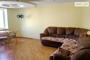 Продається 3-кімнатна квартира 80 кв. м у Ужгороді