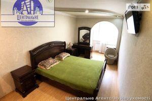 Продається 3-кімнатна квартира 72.1 кв. м у Чернівцях