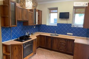 Сдается в аренду 3-комнатная квартира 90 кв. м в Черновцах