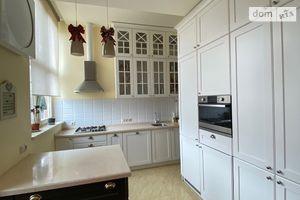 Сдается в аренду 4-комнатная квартира 100 кв. м в Ужгороде