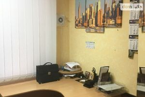 Продається офіс 43 кв. м в нежитловому приміщені в житловому будинку