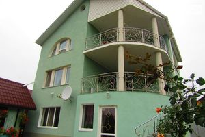 Продается дом на 3 этажа 244 кв. м с участком
