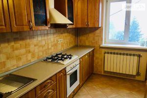 Продается 3-комнатная квартира 100 кв. м в Мукачеве