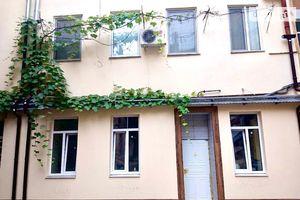 Продается офис 52 кв. м в нежилом помещении в жилом доме