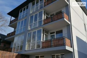 Продається 2-кімнатна квартира 73.2 кв. м у Чернівцях