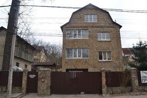Продается дом на 3 этажа 312 кв. м с бассейном
