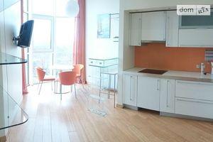 Продається 3-кімнатна квартира 140.4 кв. м у Одесі