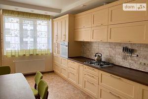 Сдается в аренду 3-комнатная квартира 82 кв. м в Ровно